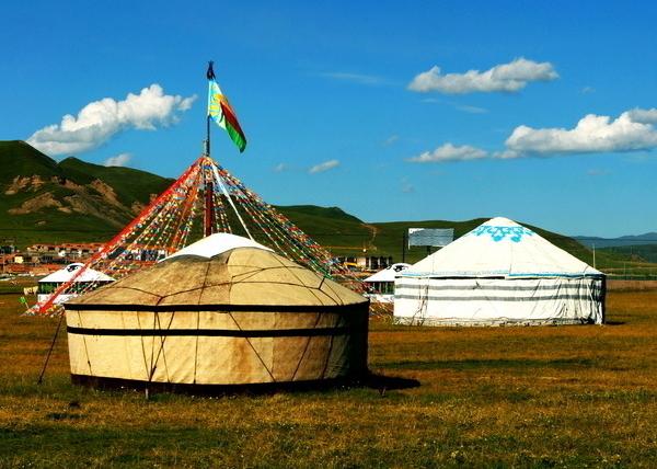 蒙古包的家具和装饰分析