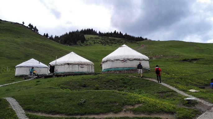 传统蒙古包被商业化,简化后的蒙古包成为商业特产