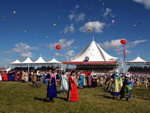 去蒙古包做客要非常注重礼节