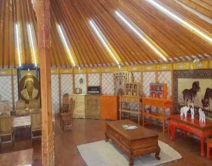 传统蒙古包的家具以木质和皮制为主