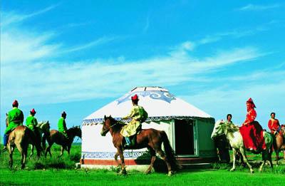 在内蒙古成吉思汗祭奠成为一项新的旅游活动