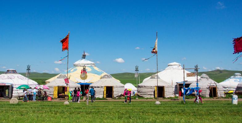蒙古包内的居住习俗与待客之道