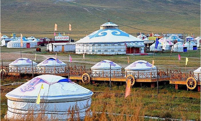 蒙古包里的马奶酒和羊尾巴肉