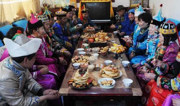 蒙古包中过春节喜气洋洋