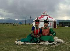 蒙古包内的民俗文化